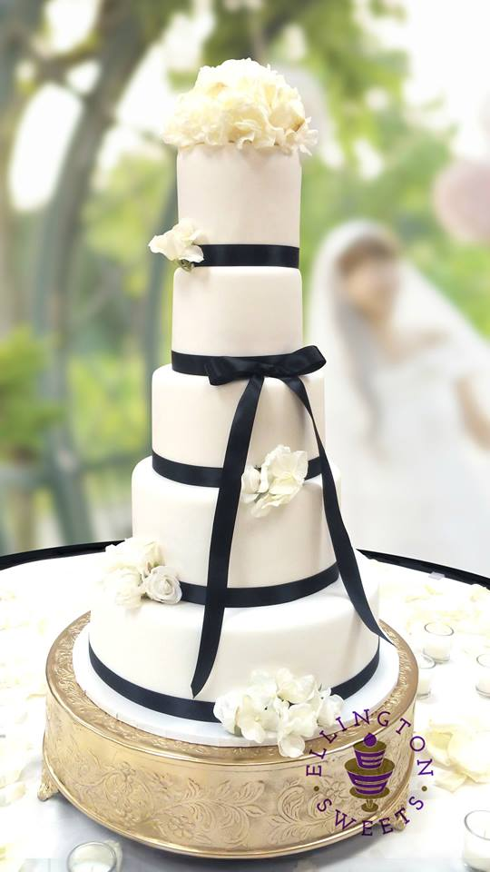 Ross - Robinson wedding cake.jpg