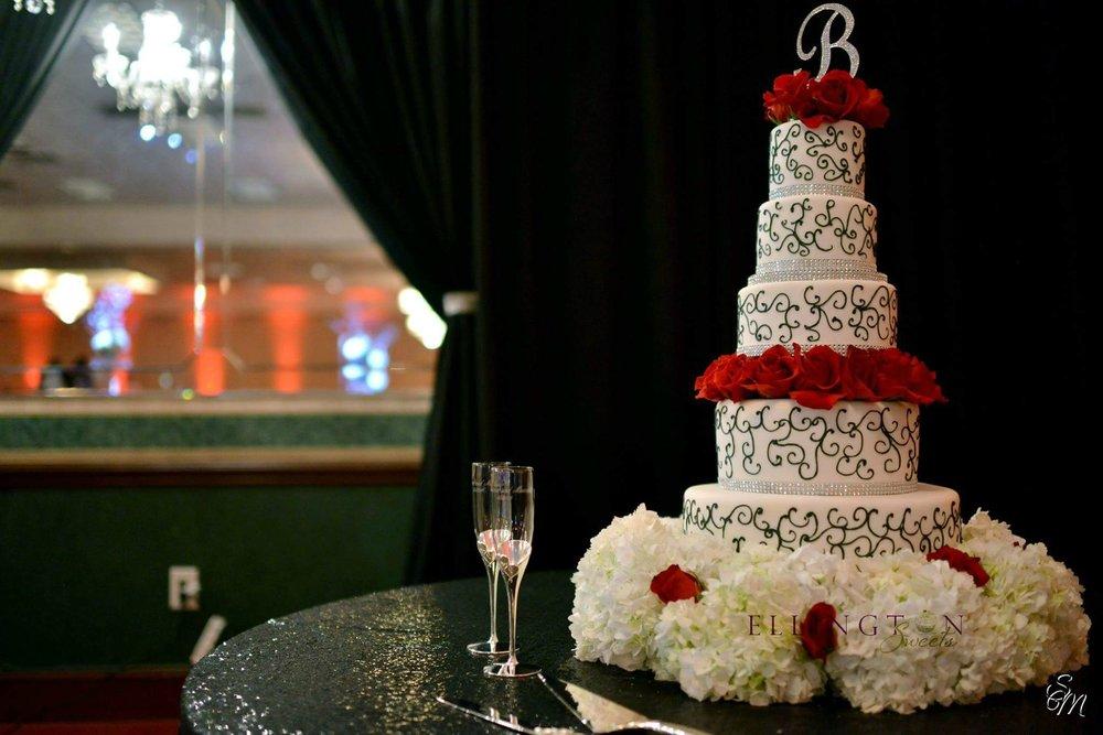Wilson - Bradley wedding cake.jpg