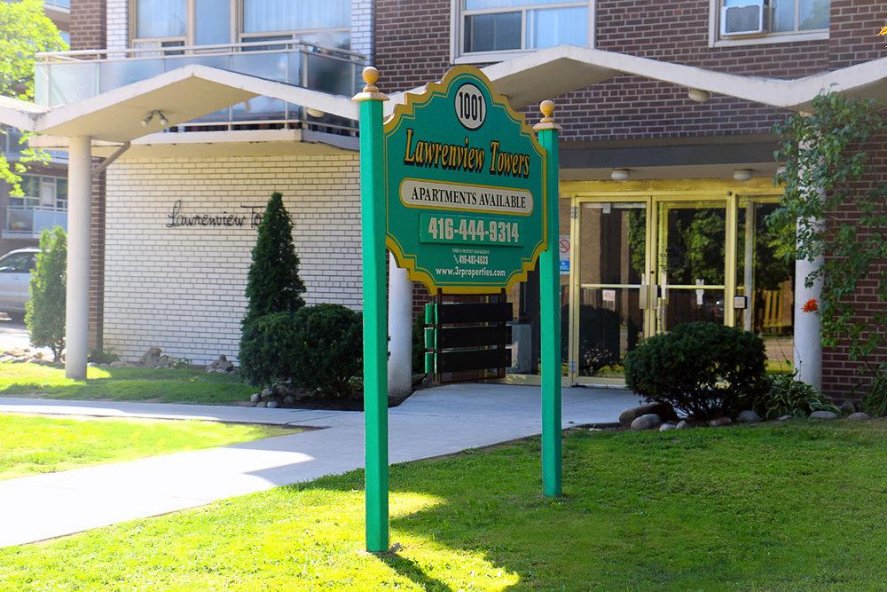3R05 - 1001 Lawrence Ave - Photo4 Entrance.jpg