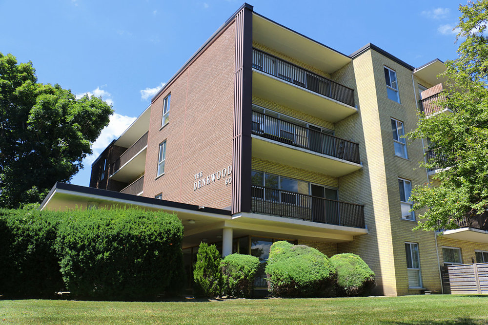 3R09 - 60 Underhill Drive - Photo1 Front.jpg
