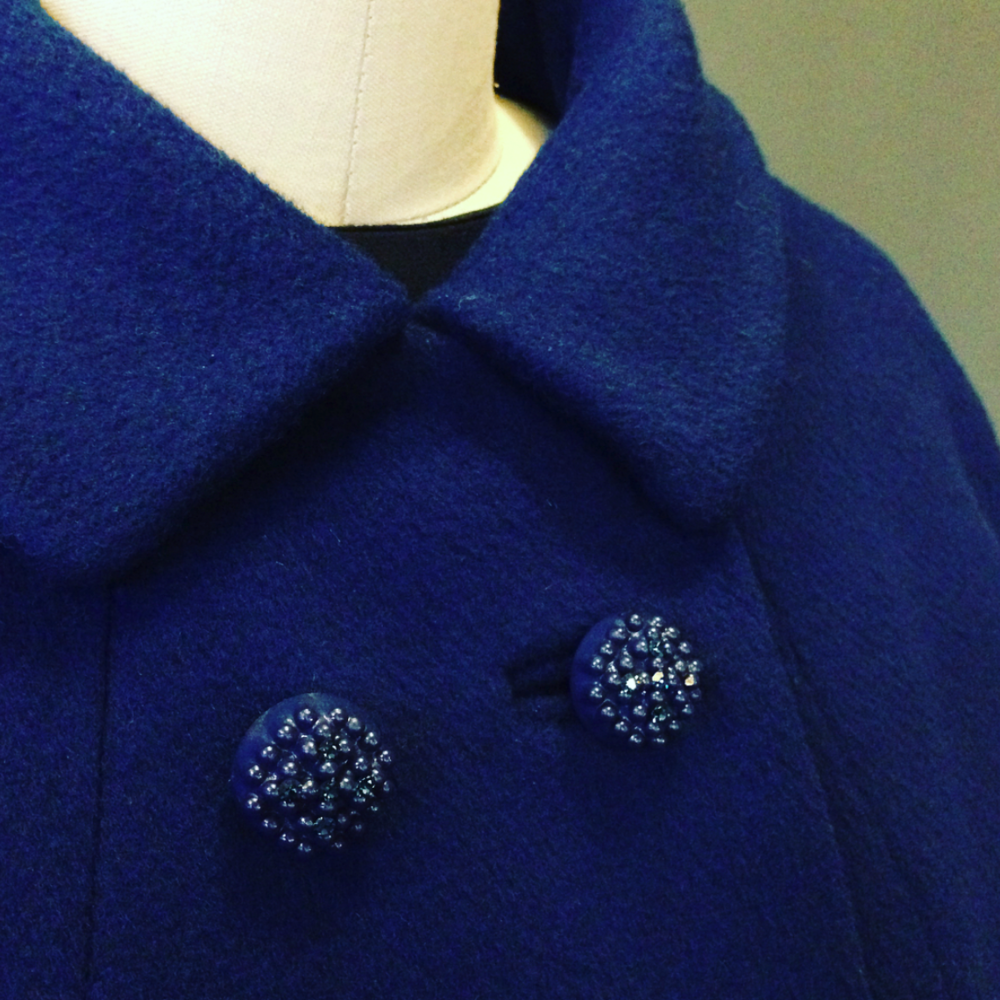 royal blue coat buttons.png
