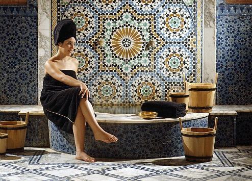 Hammams traditionnels au Maroc - Pour la garantie d'une expérience de bien-être typique au Maroc, nous vous recommendons le hammam, au cours duquel vous receverez un gommage et un massage à base de savon noir, de ghassoul, de plantes aromatiques, d'eau de rose et de henné. Laissez-vous tenter par un moment de détente intense.ITINERAIRES RECOMMANDESEN SAVOIR PLUS