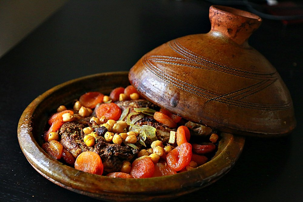 Chicken-and-Dried-Apricots-Morrocan-Tajine-2.jpg