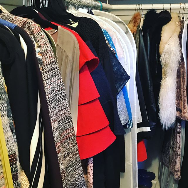 The spectacular masterpiece of organization that is my closet, thanks to @llivamirantee ❤️💐👗👡👢👘👖👛👜👟👠🕶👝 #clothes #shopaholic #vintage #dresses #skirts #jacket #fur #gown #coat #vintagestyle #design #fashion #dvf #marcjacobs #chloe #zara #mycloset #mylife #girls #l4l #wearing #fashionista #clothing #shoes #lovemyshoes #shopping #collection #lifeincolor #musicianlife #lifeisbeautiful