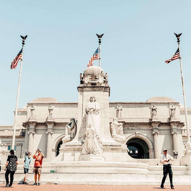 Trying to wes anderson-it in DC ✨ . I never posted any DC pics 😳 ooops . . . . . #travel #travelphotography #washingtondc #dc #unionstation #canon #canon5dmarkiii #5d #merica #accidentallywesanderson