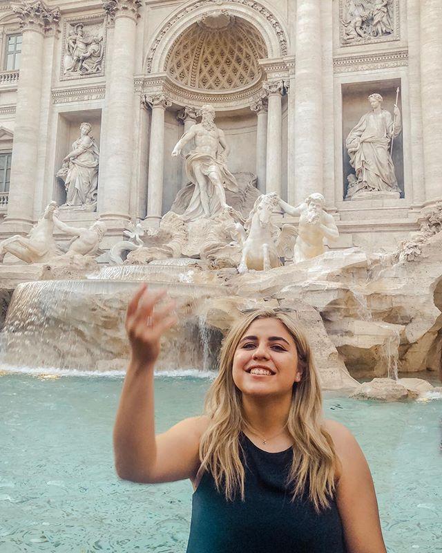 *Lizzie McGuire movie quote 🇮🇹* . . . . . #rome #roma #italia #italy #romeitaly #trevifountain #travel #travelphotographer #travelitaly #lizziemcguire #canon #canon5d #5dmarkiii #myspresets #sofiacpresets