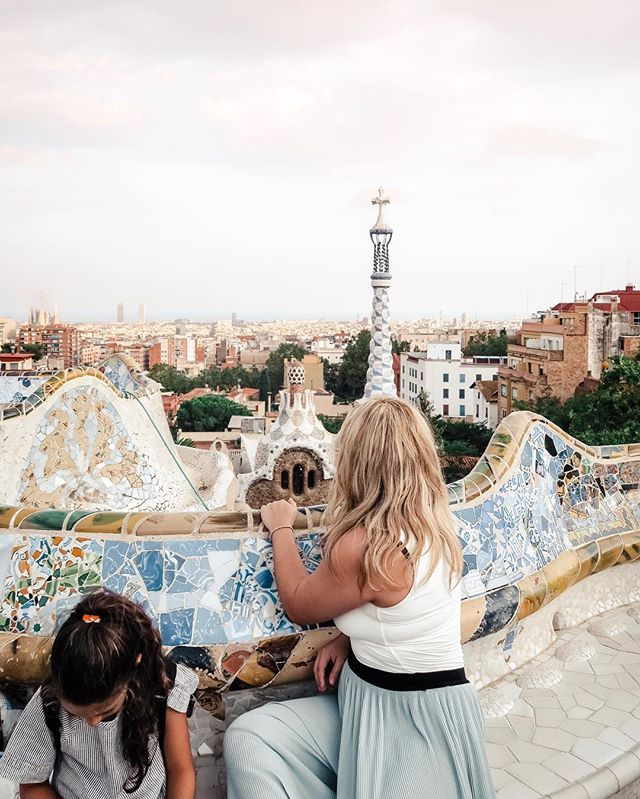 Things got a little Gaudí in Barcelona ✨ . . . . . #spain #españa #barcelona #parkguell #sagradafamilia #gaudi #travel #travelphotographer #canon #canonphotography #5dmarkiii #mypresets #sofiacpresets