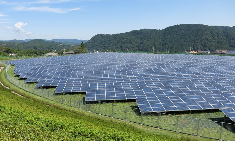 Solar_Power_Plant_med.jpg