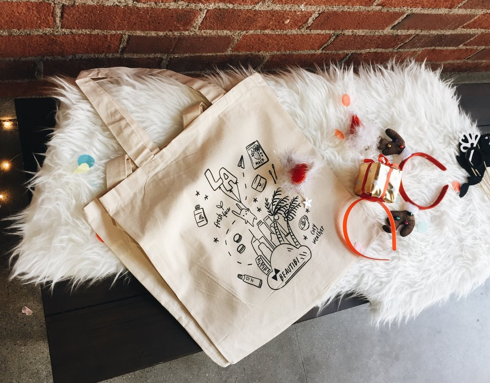 More cute holiday touches and a close-up of the adorable tote given during the event!