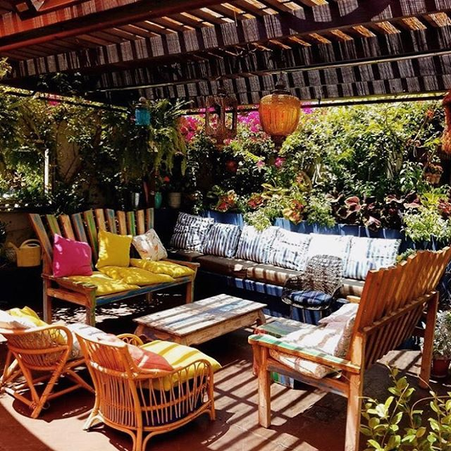 Fall in SoCal means 80 degrees and endless sunshine 🌞 Cool off with cocktails and California cuisine on the beautiful @cattleandclaw patio at @sofitellosangeles 🍹🌸 . . . . #travel #travelblogger #garden #patio #art #beautifuldestinations #adventure #vacation #lifestyle #sofitel #losangeles #beverlyhills #cattleandclaw #californiacuisine