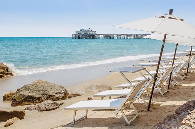 Happy Monday! We're starting off the week with blue skies and endless sunshine 🌞 @MalibuBeachInn . . . . #travel #travelblogger #beautifuldestinations #adventure #vacation #lifestyle #malibu #beach #beachday #beautifulhotels #boutiquehotel