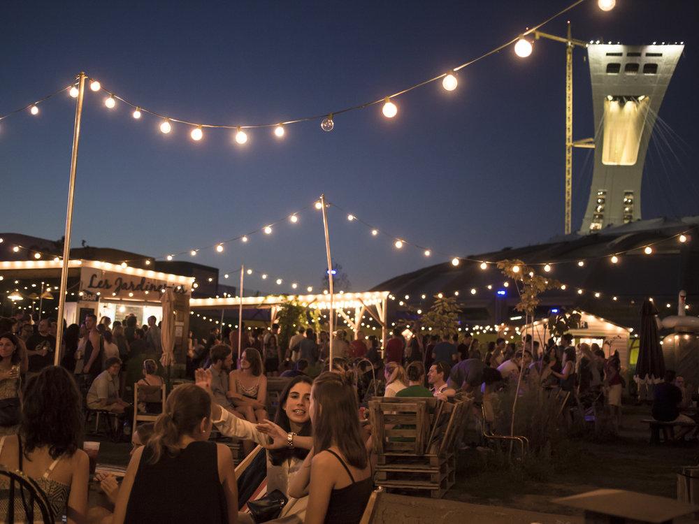 UN ESPACE URBAIN HORS DU COMMUN :  Les Jardineries !   Des gens, de la musique, de l'alcool, des produits locaux  , des jeux et attractions.. un rassemblement urbain et culturel parfait pour fêter et s'évader en plein coeur de la ville !    > Plus d'infos ici