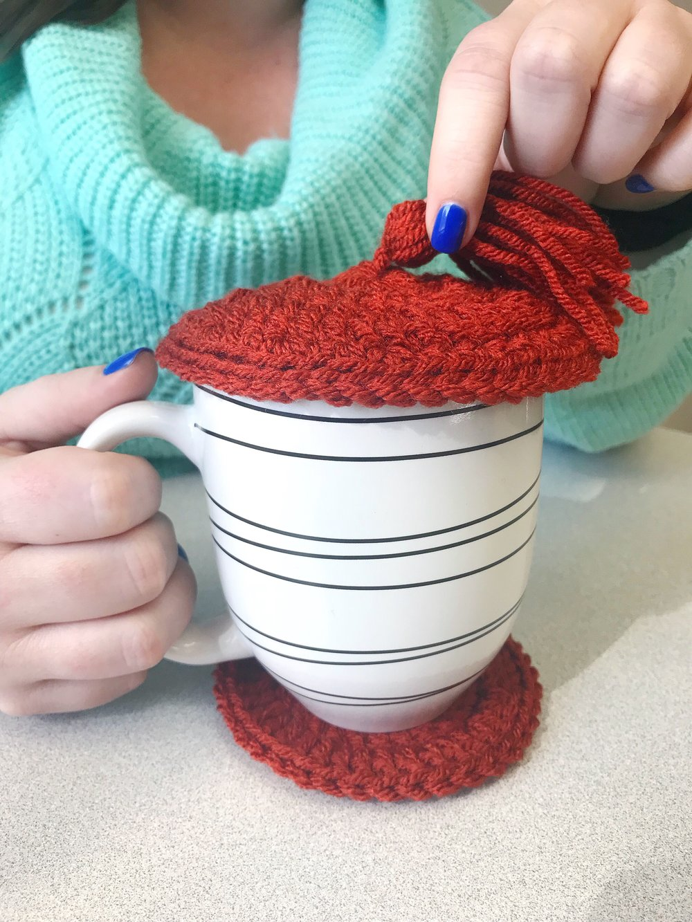 How to Use Handmade Coasters & Cup Lids| Hate how your coffee or hot tea gets cold too quickly? Use handmade coaster and cup lid to keep your drink warm and cozy! www.TheUrbanCountess.com