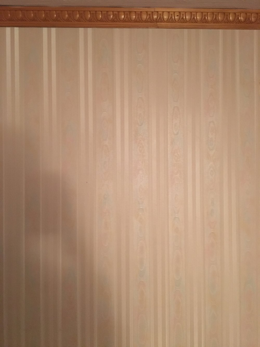 Ugly - This wallpaper still mocking me.