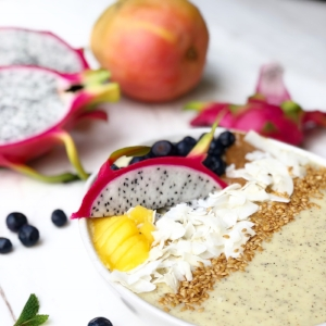 Dragonfruit, Mango & Coconut Smoothie Bowl