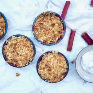 Strawberry and Rhubarb crumble:refined sugar free