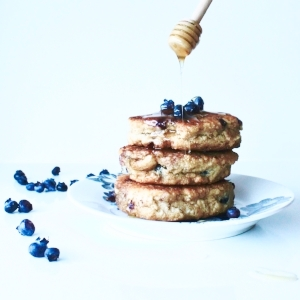 Quinoa and blueberry pancakes - no refined sugar