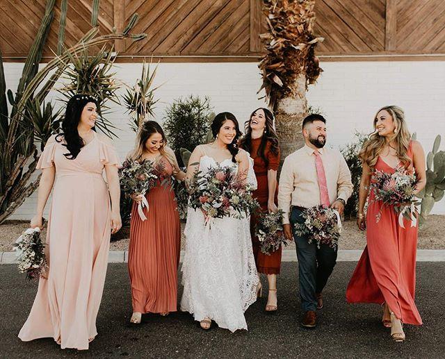 Bride squad ready to get their beautiful girl marrieddddd🌵❤️ @tercerobyaldeaweddings  #allmyfavoritecolors