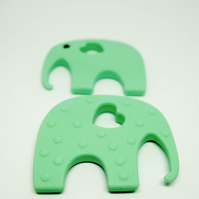 🐘 Your favorite elephant-teethers are being restocked this week!. . The textured surface soothes sore gums and the super-soft silicone is perfect for 👶🏻 teething babies!. . We had a blast at the LMNOP Diwali Pop-Up ✨ Thank you @lmnop_carnival @tolani_priyanka @natasha12jan and all you amazing Delhi mums! We are overwhelmed with the response to our droolicious teething accessories 💕. . . . #droolychews #teethingbaby #teething #teethingsimplified #teethinginstyle #newmom #momlife #siliconeteether #smallbusiness #mompreneur #delhimoms #indianmoms #momblogger #indianmomblogger #bloggermom #motherhoodsimplified #uniteinmotherhood #motherhoodunplugged #zahnen #dentizione #mordedor #chupetero #mumbaimoms #kraamkado #cadeaunaissance #babygift #babyshowergifts #stylishbaby #awardwinning #momsdayout