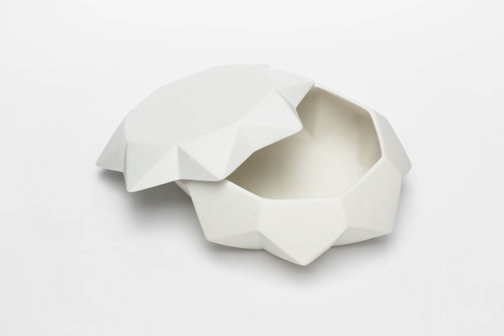 Diamond Lab Bowl & Plate as a Modern Tureen