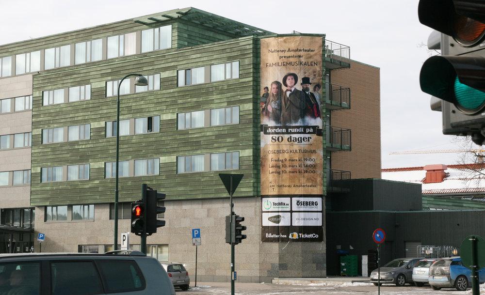 Jeg designet også bannere til bruk i byen, samt storformat til Oseberg kulturhus på 12 x 4 meter.