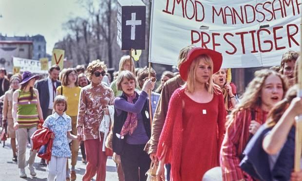 Om at være menneske - Jyllandsposten 2017.03.07.Hvad handler kvindekampen egentlig om i dag?LÆS MERE (Nyt vindue)