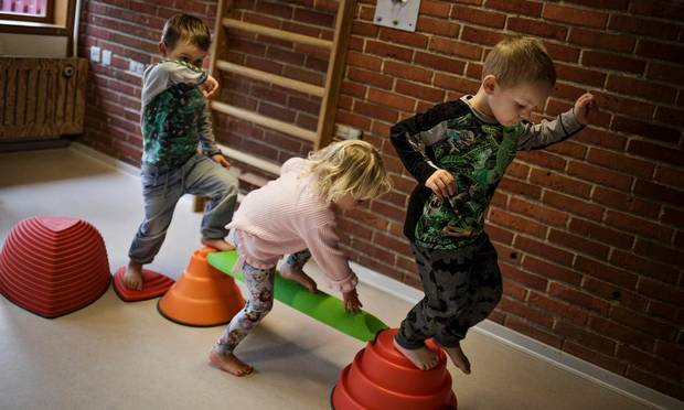 Vi bør prioritere børnepolitik - Jyllandsposten 2016.04.25.Som samfund bør vi i langt højere grad prioritere barnets bedste i stedet for at ofre børnene på arbejdsmarkedets og forældrenes interesseorganisationers alter.LÆS MERE (Nyt vindue)