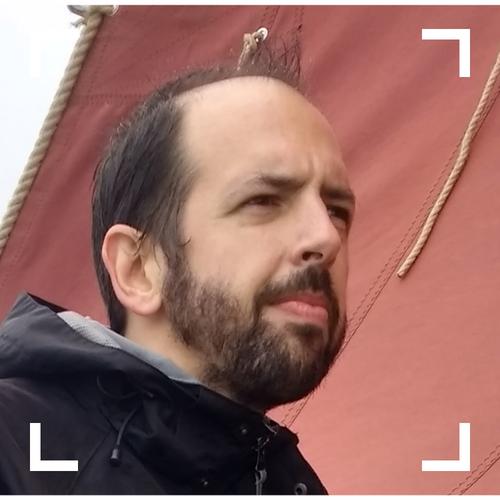 """Benoît   Sysadmin chez Vente-Privée - parce que les développeurs ont besoin de héros (no! I won't fix your computer)   Un livre/film/son qui a changé ta vie ? 📚 Gaston Lagaffe (un film ? quel film ?) !  Tu ferais quoi avec une machine à voyager dans le temps ? ⏳ J'irais dire deux trois mots au mec qui gueulait dans ma rue cette nuit vers 4 du mat' !  La + grande réussite de ta life à ce jour ? 🏆 """"Je pense qu'il est trop tôt pour se prononcer, il faut laisser du temps au temps, soyez sûr que dès que j'aurais de plus amples informations vous en serez les premiers informés."""""""