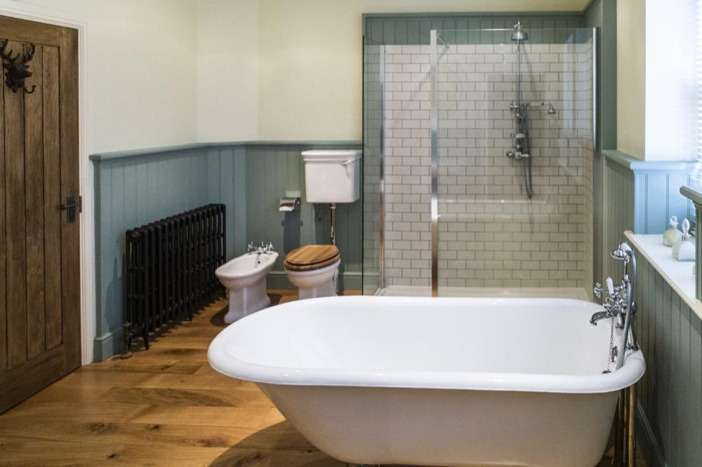 Dedham, Georgian Terrace. Roll-top bath. Emperor Bathrooms