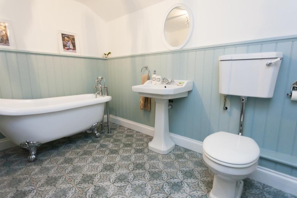 Victorian Bathroom. Emperor Bathrooms limited.