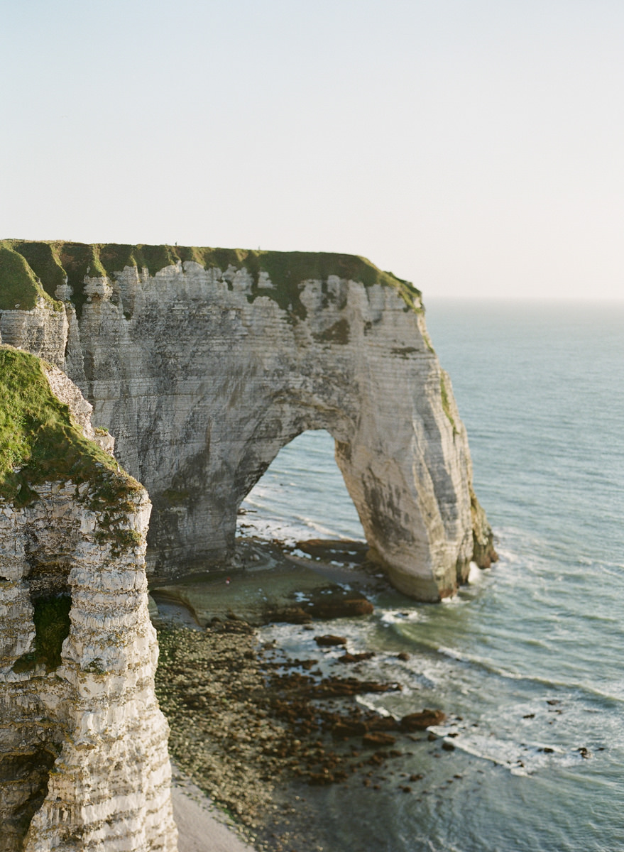 etretat-engagement-session-alain-m-12.jpg