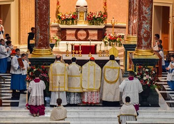 Rorate Mass at the Shrine - Peter Kwasniewski's article for the New Liturgical Movement about the Rorate Mass at The Shrine of Our Lady of Guadalupe celebrated by His Emminence Cardinal Burke.