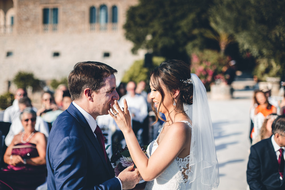 wedding photographer mallorca dominic lula lipstick firs kiss