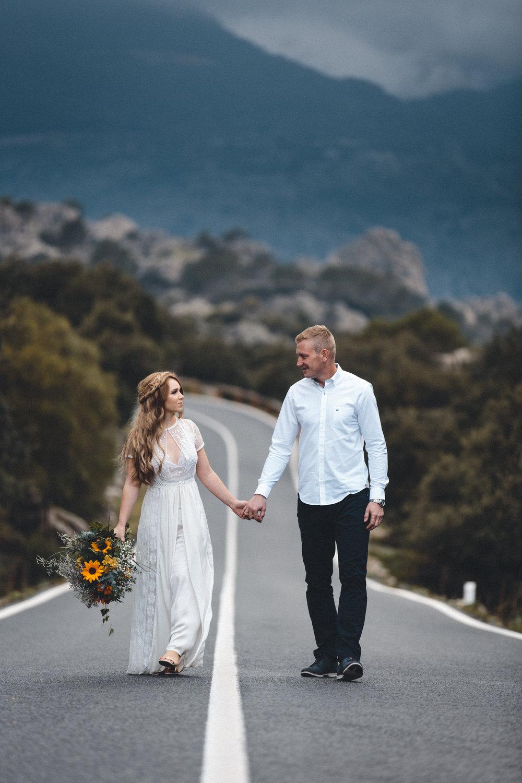 wedding photographer mallorca dominic lula couple holding hands couple photoshoot engagement session