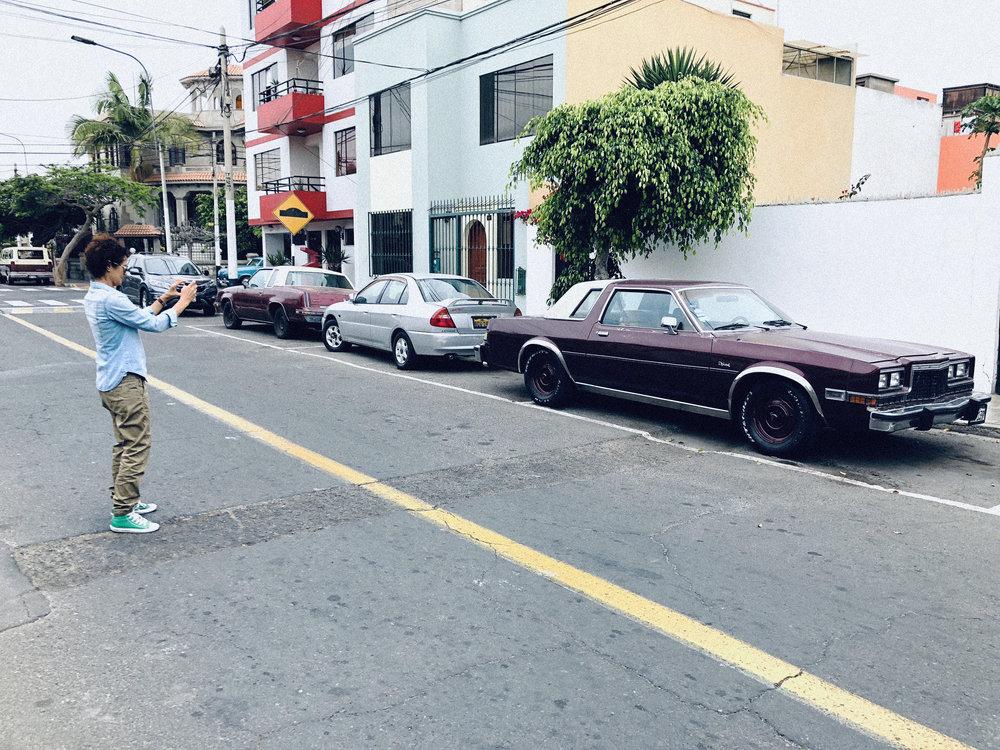 El sábado 8 de Diciembre estuvimos fotografiando en La Punta, Callao. Nuestra fotógrafa  Cinda Miranda  tiene predilección por los autos antiguos, y cada vez que ve uno, tiene, sí o sí, que fotografiarlo. En aquella zona habían varios, así que Cinda la pasó de maravilla!