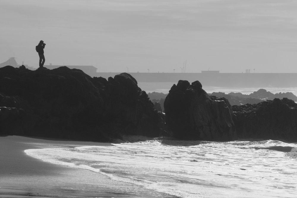 Maravillosa foto tomada por Pedro Morais, nuestro fotógrafo corresponsal en Portugal. En esta imagen se aprecia a  Cinda Miranda  dentro de su hábitat: la Fotografía y el Mar. Cinda ama el mar tanto como la fotografía, y si ambos coinciden, el resultado está garantizado!