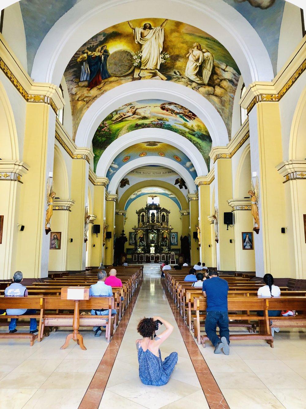 Estuvimos en Trujillo fotografiando por la ciudad. Nuestra fotógrafa  Cinda Miranda  registró todo a su paso, y la Catedral no fue la excepción.