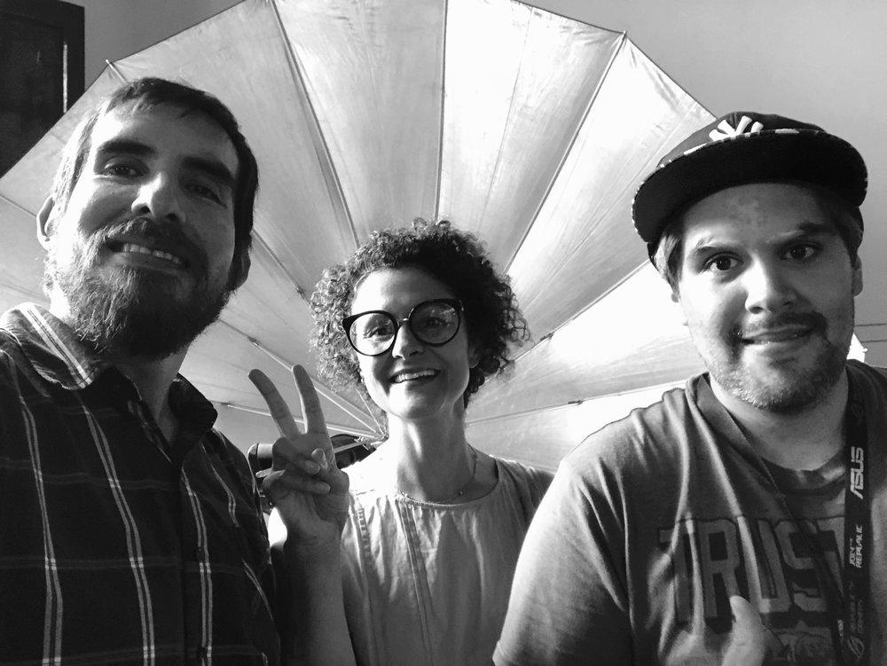 Ayer 11 de Febrero tuvimos nuestra segunda sesión fotográfica con nuestra cliente de Islandia Matthildur.  En esta foto aparece parte de nuestro staff:  Miguel Jose Flores ,  Cinda Miranda  & Adam Vera.