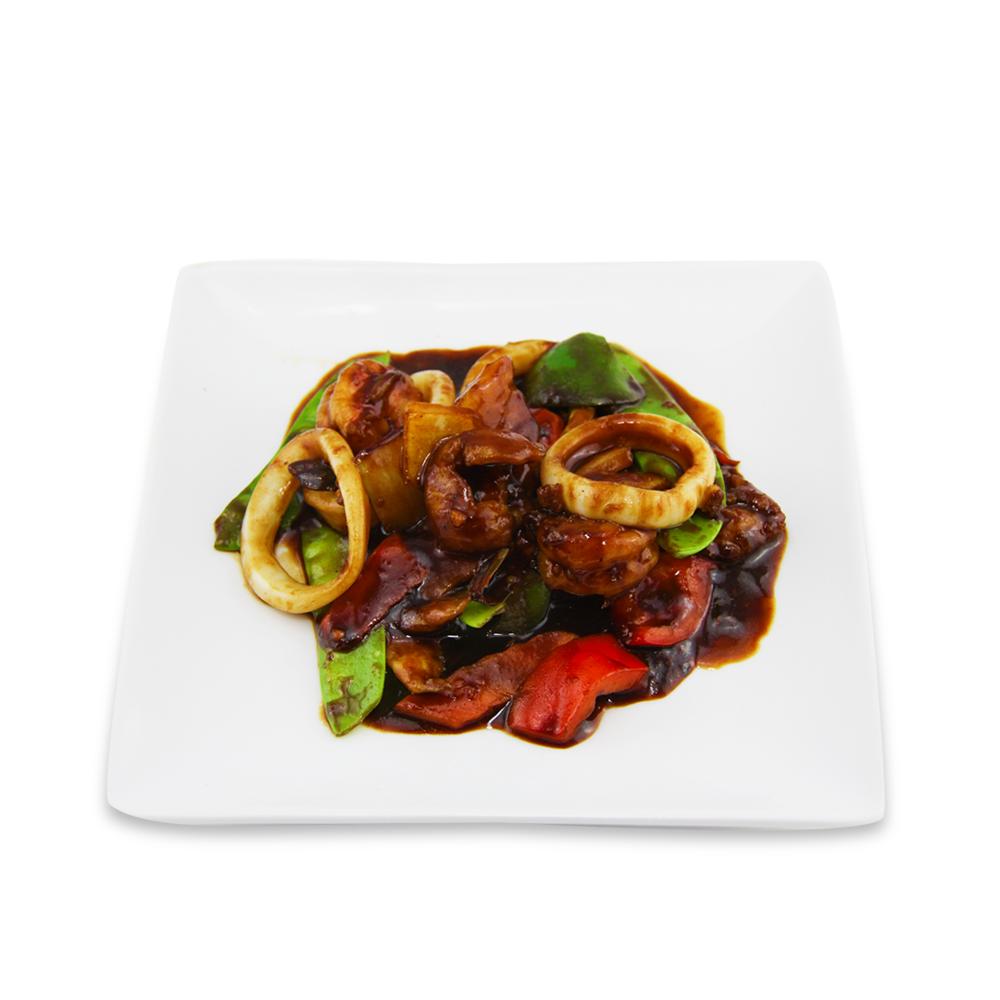 Fruit de mer sautés avec sauce satay -