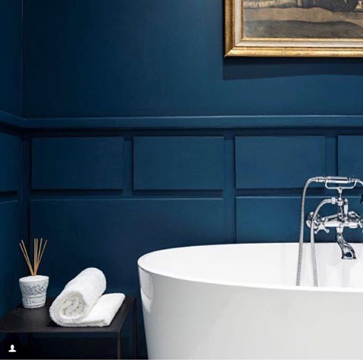 Luxe By Design AU acknowledges that not much splashing is going to happen in this tub with the wooden surround in this beautiful electric blue. Beware of this choice if you have kiddos in the tub…