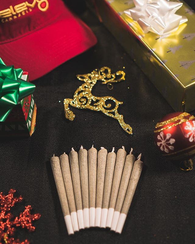 It wouldn't be the holidays if we didn't have our 10 for $10 preroll special! Stop by ELEV8 all throughout this week starting tomorrow at 12pm and get 10 prerolls for only $10! The last few times there was a line out the door so we decided to do it all week as we countdown 7 days till Christmas! Each customer limited to 10 prerolls a day! Bonus: Were also giving away 7 shirts and 7 hats to lucky customers everyday until Christmas. 🎄🎄🎄🎄Must be 21+ #happyholidays #stayelev8ed #treateveryonelikegold