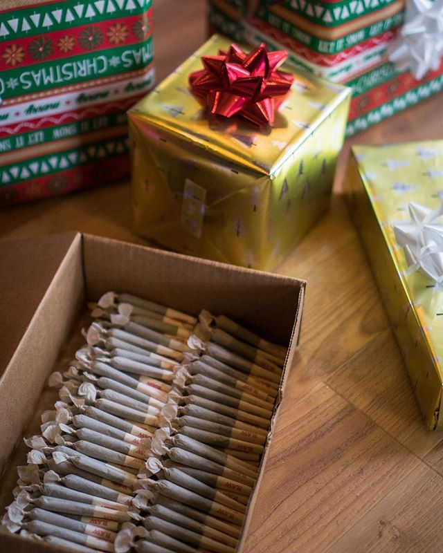 🎁🎄Only 2 more days left for our 10 for $10 preroll holiday special! You don't want to miss out before we are closed on Christmas Eve and Christmas Day! Definitely a perfect stocking stuffer!🎄🎁 #happyholidays #eugene #treateveryonelikegold #stayelev8ed