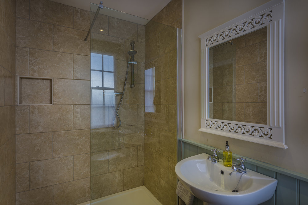 Golden Fleece Superior Double Bathroom Alternate 1.jpg