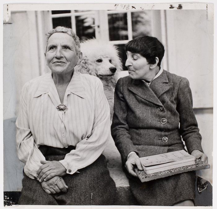 Gertrude_Stein_and_Alice_B_Toklas_dimanche_journal_Supper_Club_LIFE_Magazine.jpg