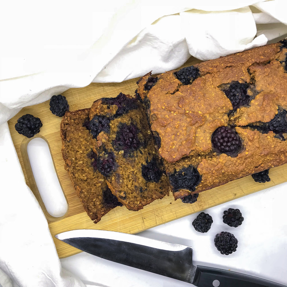 Healthy Maca Blackberry Banana Bread. No oil, no sugar, no flour. Packed with antioxidants and protein. Perfect for a healthy and clean breakfast or snack.