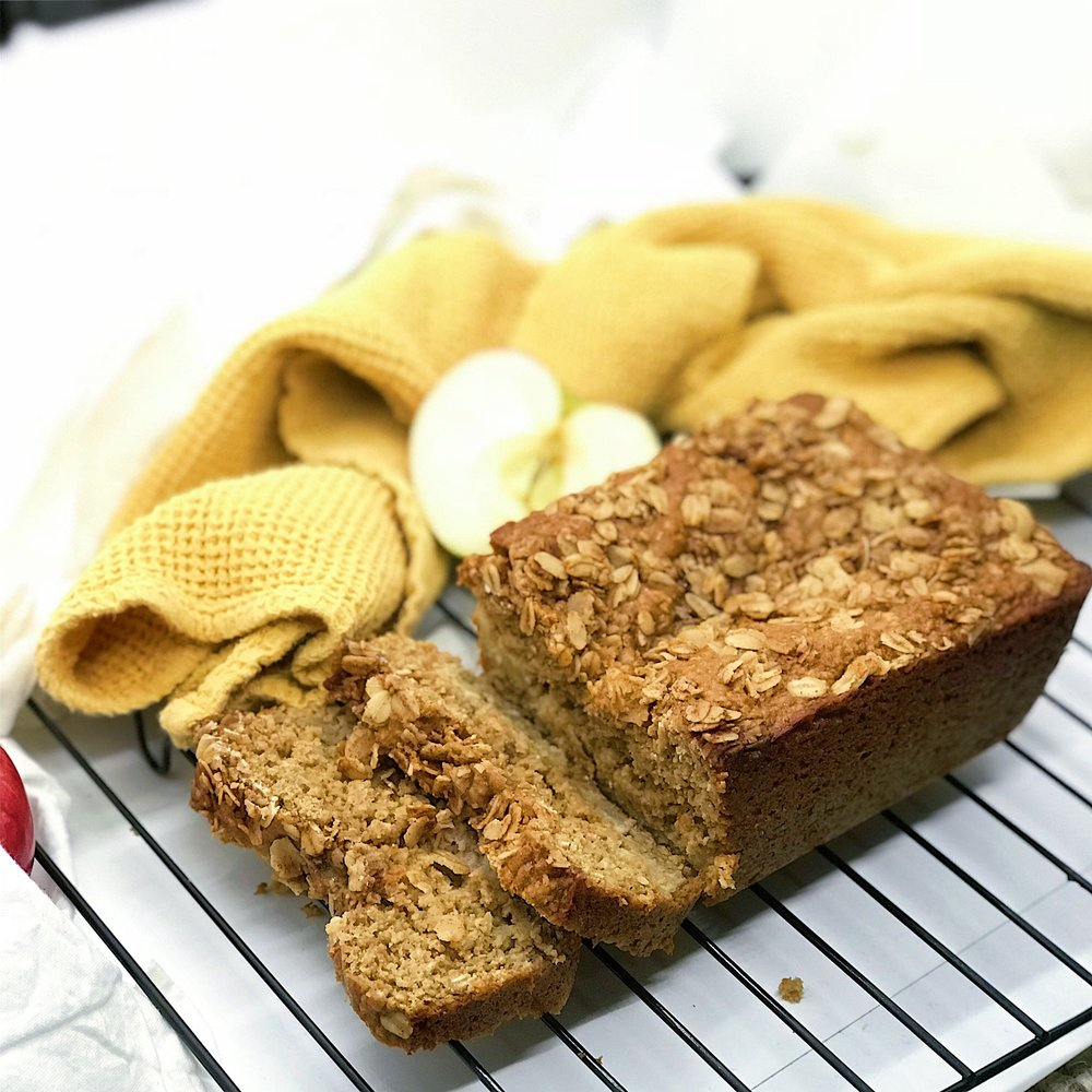 Healthy apple cinnamon bread. Basically the best apple crisp fall dessert that is easy, simple and very healthy!
