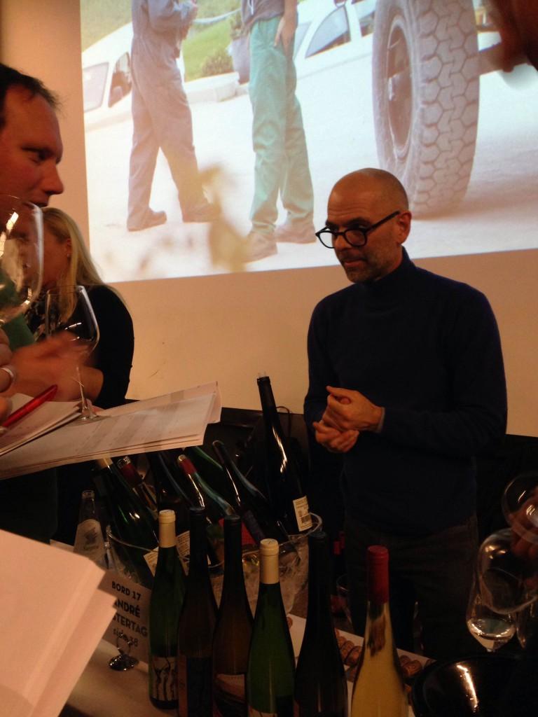 André Ostertag med sine vinar i Oslo.
