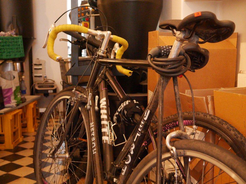 Inga tvil om at kaffe har fått ein solid plass saman med sykkelen.