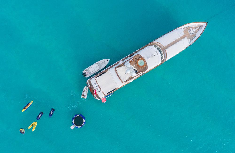 LADYJ-Yacht-Bahamas-Charter-QB0020.jpg