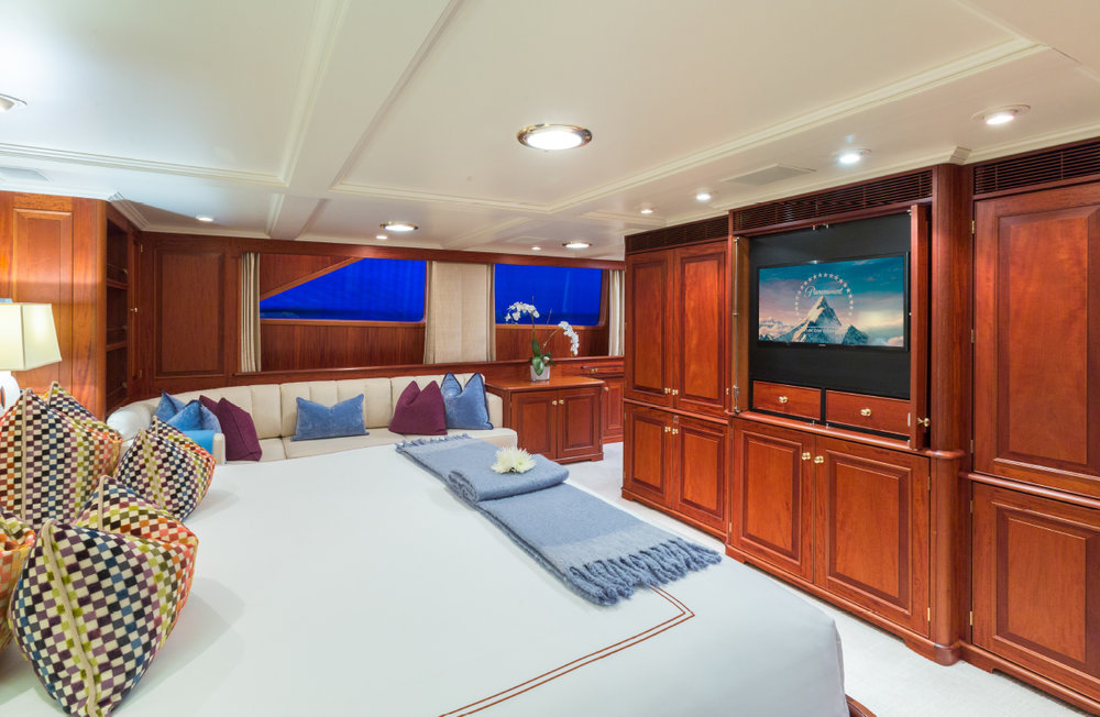 LADYJ-Yacht-Interior-Master-QB2.jpg